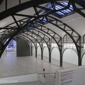 広大な元駅舎のハンブルガー・バーンホフ現代美術館