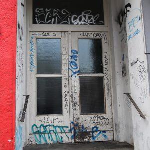 ちょっと怖い?旧東ベルリンの部屋とカフェごはん